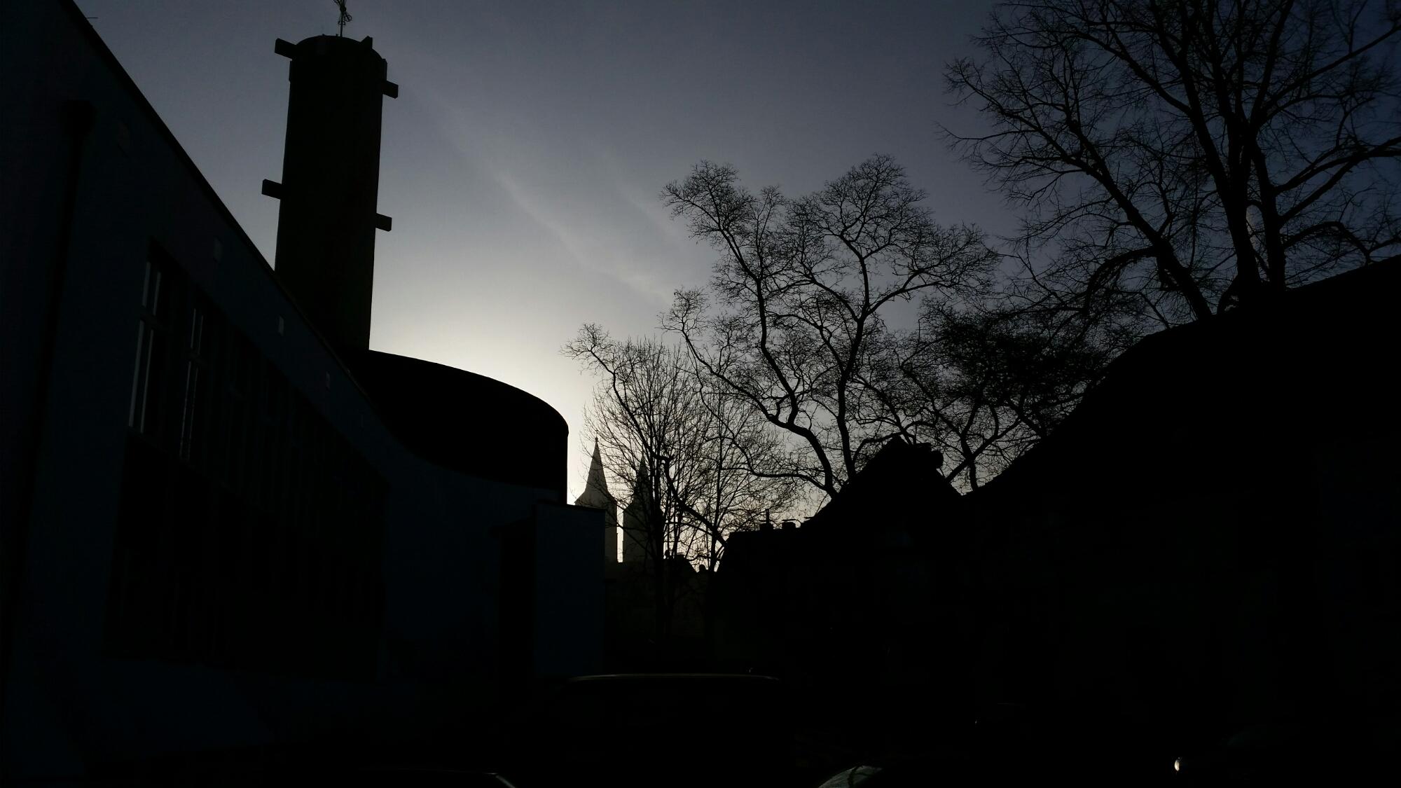 Gebäude vor Sonnenaufgang