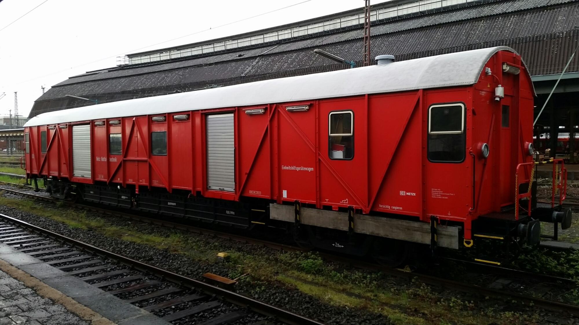roter Bahnwagen