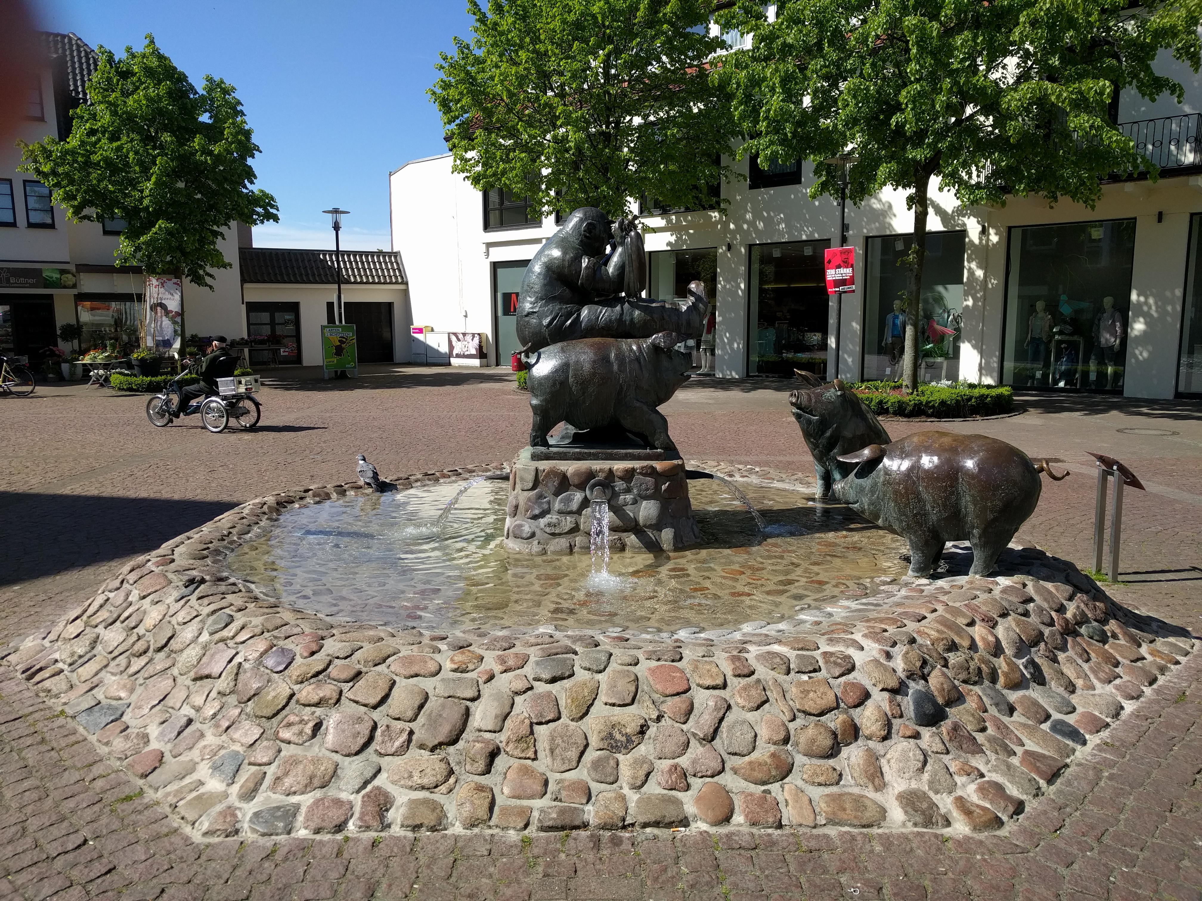 Marktplatz mit Schweinebrunnen in Versmold