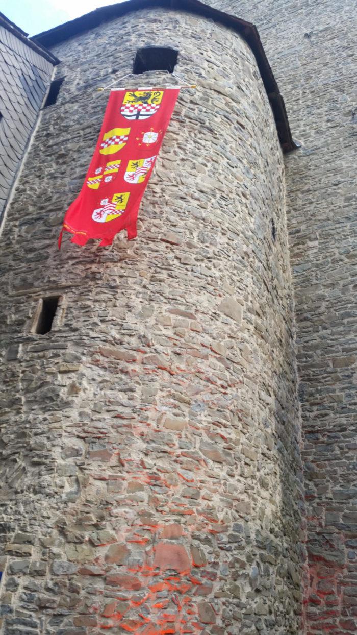 Burg Altena mit Wappen