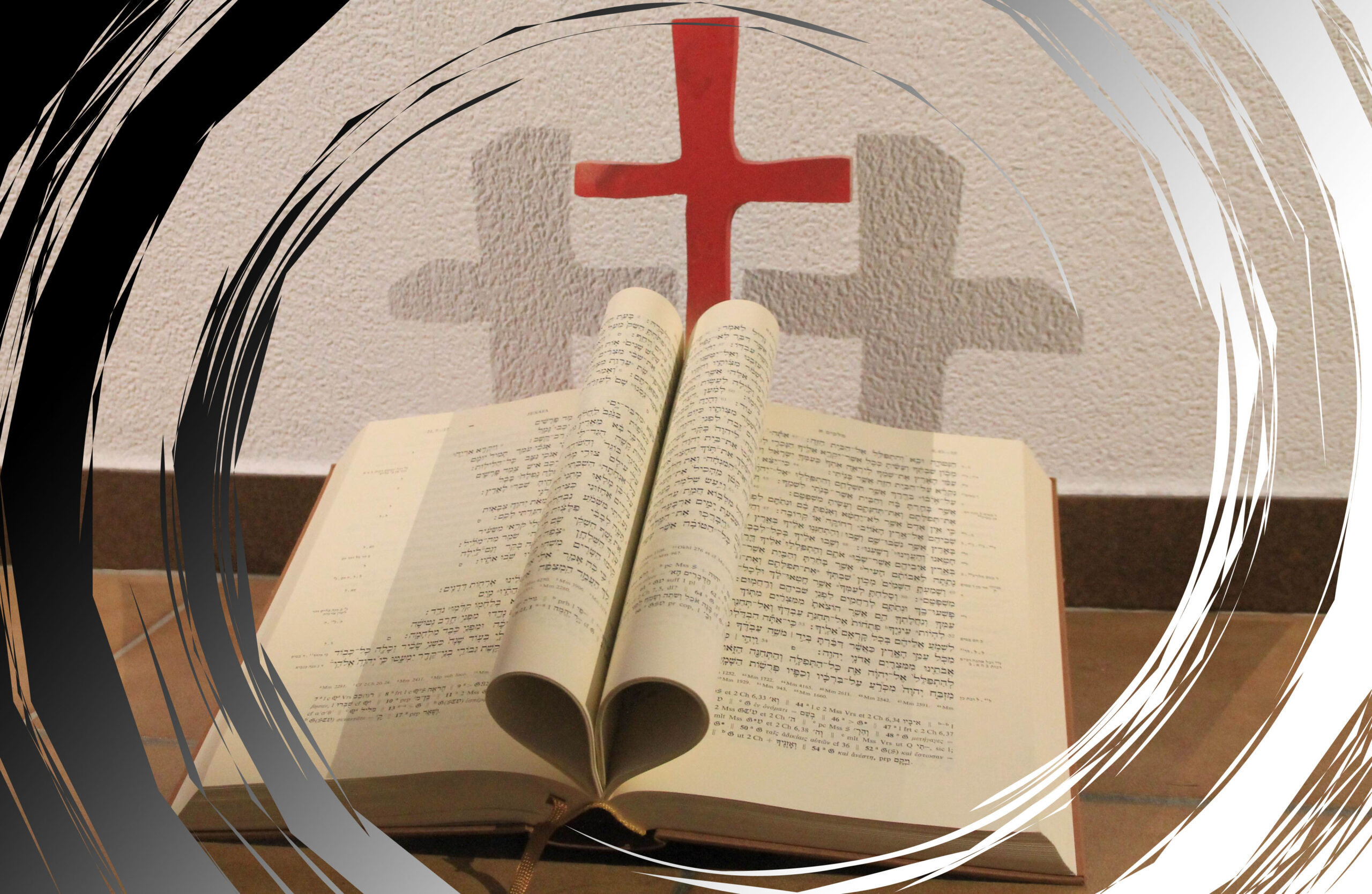 Bibel und Kreuz im Zentrum