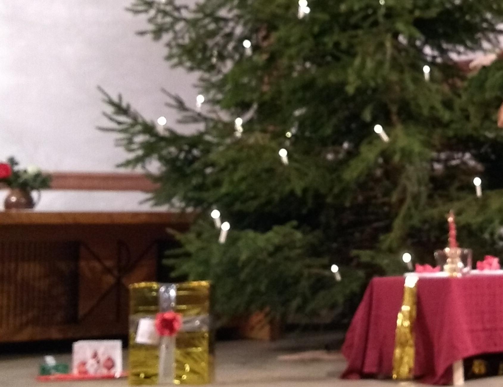 Geschenke beim Weihnachtsbaum